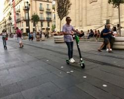 El alcalde advierte que la Policía será implacable multando a los patinetes