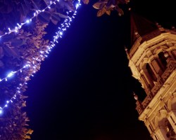 Sevilla disfruta de una elegante iluminación navideña que supera el mal gusto de otros años