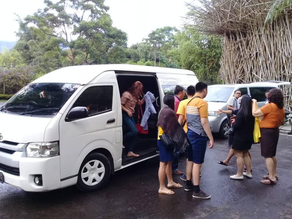Sewa Hiace dengan Wisatawan dari Singapura di Bandung