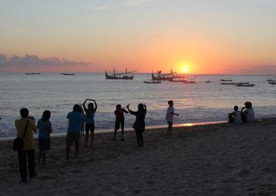 Pantai Jimbaran Bali Sunset Makan Malam Seafood 06
