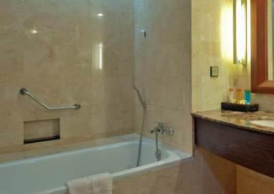 Hotel Kuta Paradiso Bathtub