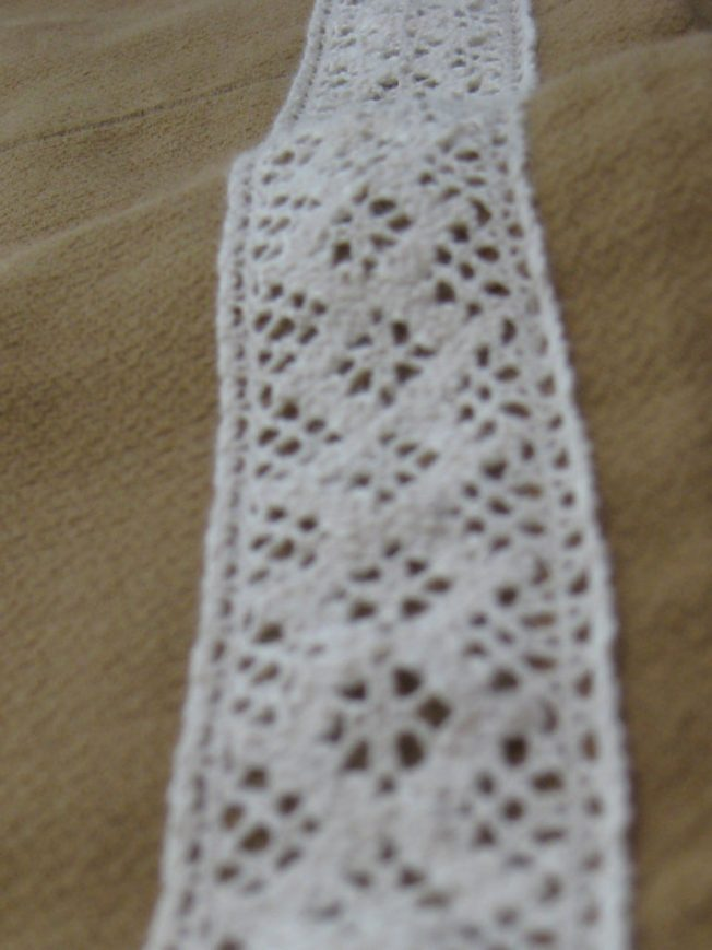 camelskirtlace
