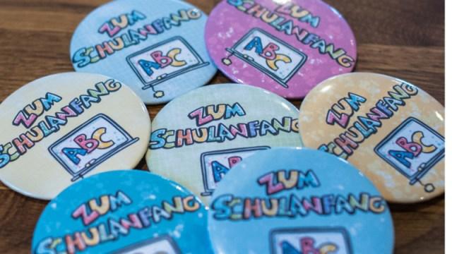 Buttons gestaltet mit dem Schulanfang Set von Tante Plotta