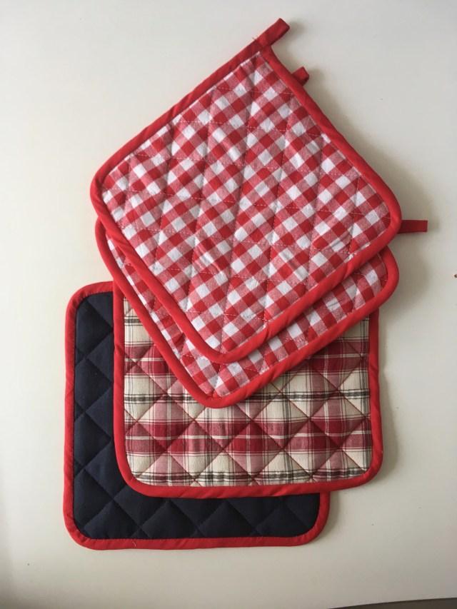 homemade red/white gingham kitchen textiel