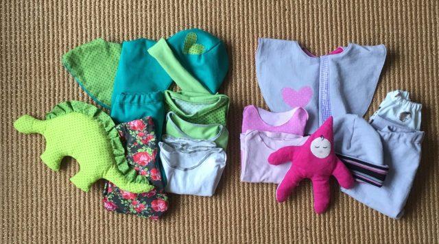 Twee nieuwe zelfgemaakte baby outfits