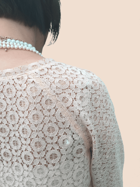 Lace Shirt Shoulder seam inage