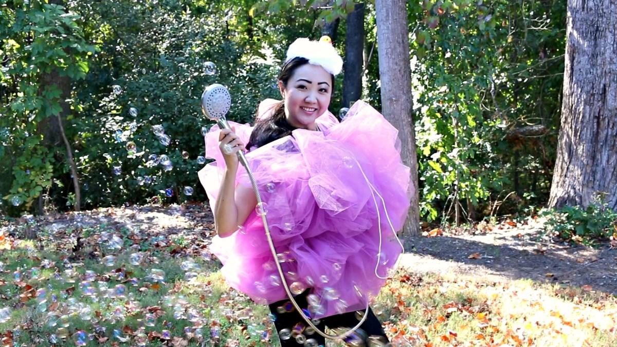 Quick & Easy Costume: Loofah Sponge - Shower Time!