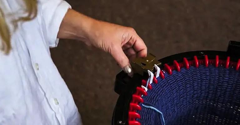 How to use knitting machine 13