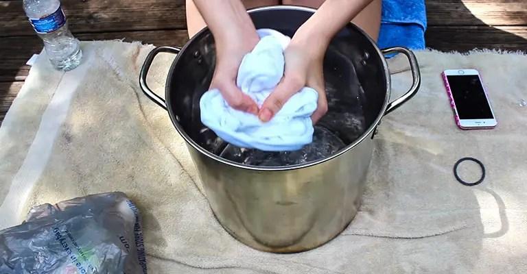 Wet Your Fabric in Vinegar Water 2