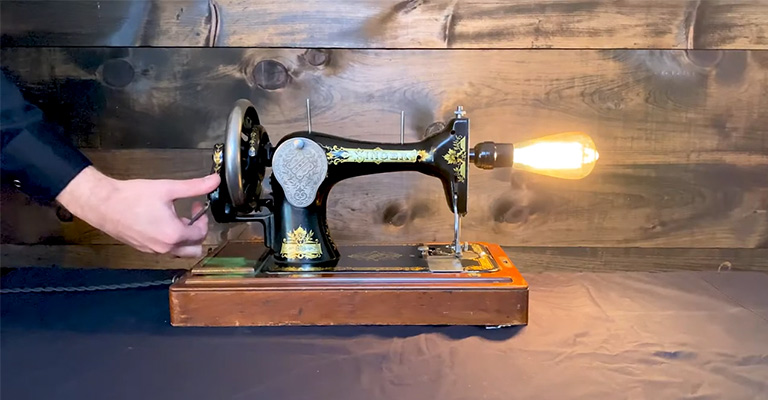 How to Turn a Sewing Machine Into a Lamp