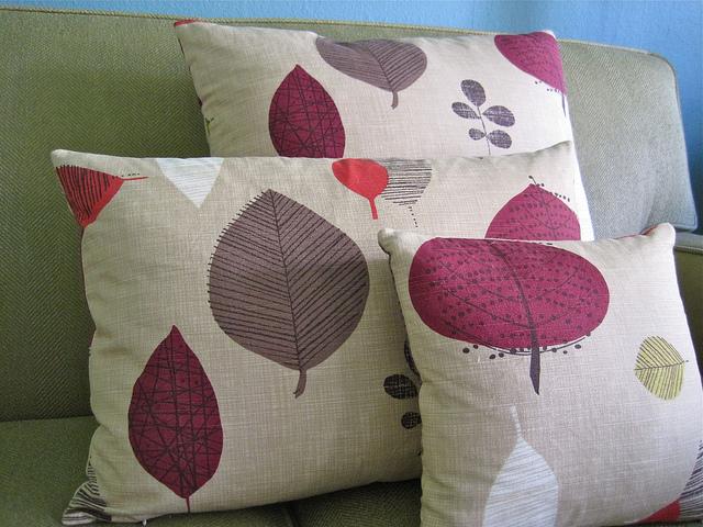 Invisible Zipper Pillows :: & Invisible Zipper Pillows :: - SewKatieDid pillowsntoast.com