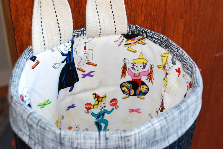sew katie did| door hung halloween candy bag
