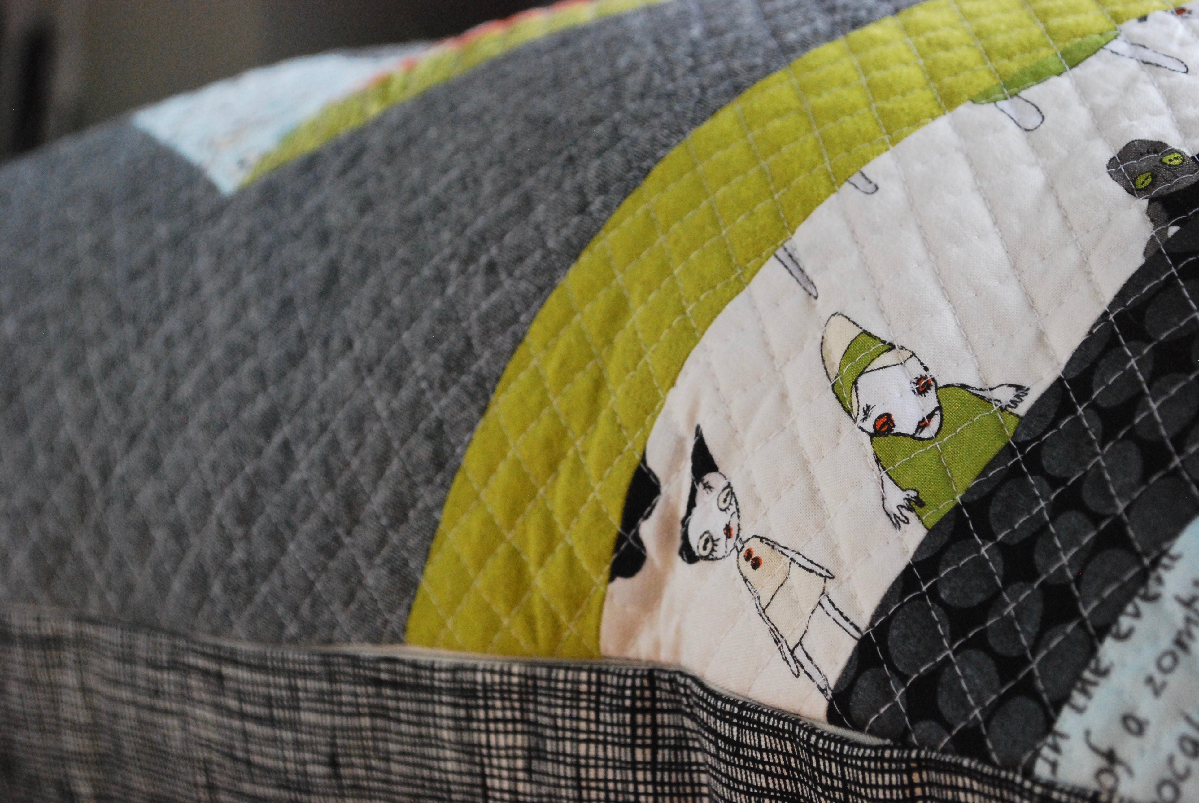 sew katie did | halloween spiderweb pillow