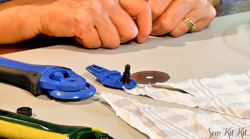 How to Sharpen a Rotary Cutter Blades 1