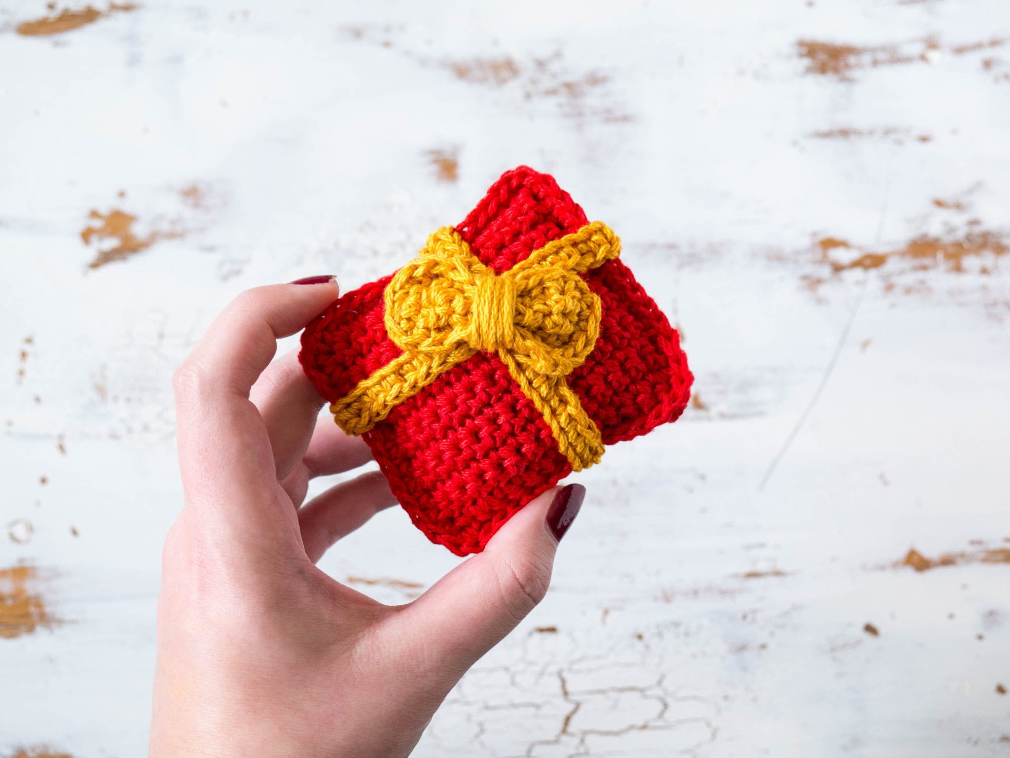 Crochet Present Christmas Ornament - Sewrella
