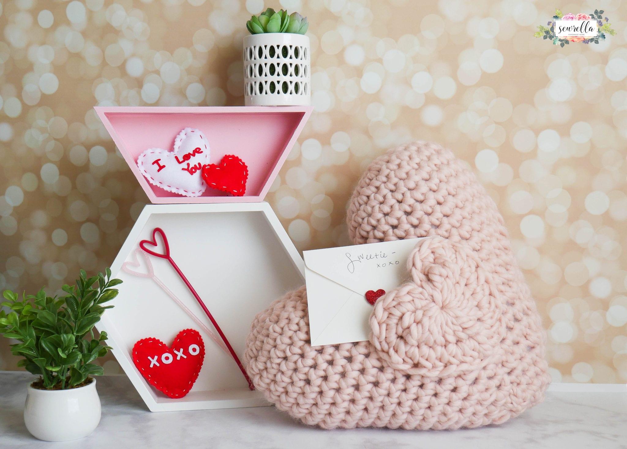 Love Note Crochet Pocket Pillow Sewrella