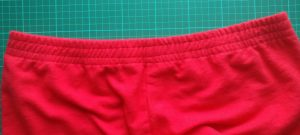 Front waistband with topstitching
