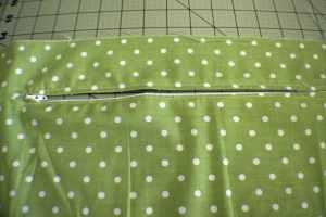 Insert-the-zipper-300x200 How to Make a Zippered Flanged Pillow