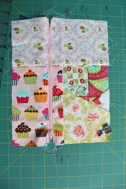 {Almost} No-Sew Bubble Gum Duct Tape Pouch | www.sewwhatalicia.com