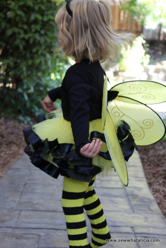 DIY Bumble Bee Costume for Babies and Toddlers   www.sewwhatalicia.com