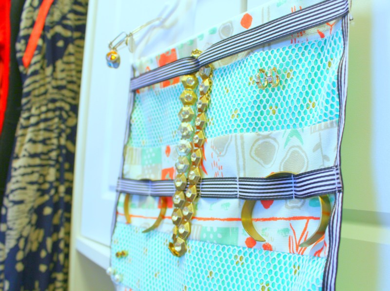 Hanging Jewelry Organizer Tutorial | www.sewwhatalicia.com