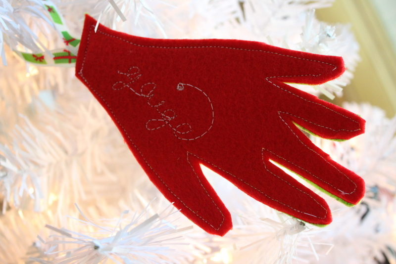 Sew Your Own Felt Keepsake Ornament: Head over to the blog for the full easy tutorial for creating an ornament that you and the kids will love pulling out year after year. Click through for the sew and no sew tutorial. | www.sewwhatalicia.com