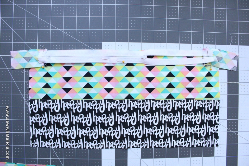 How to Sew an Easy Zipper Pouch: Zippers aren't scary!! This is the first part in a series on adding zippers to your sewing. Click through to learn how to sew an easy zipper pouch  www.sewwhatalicia.com