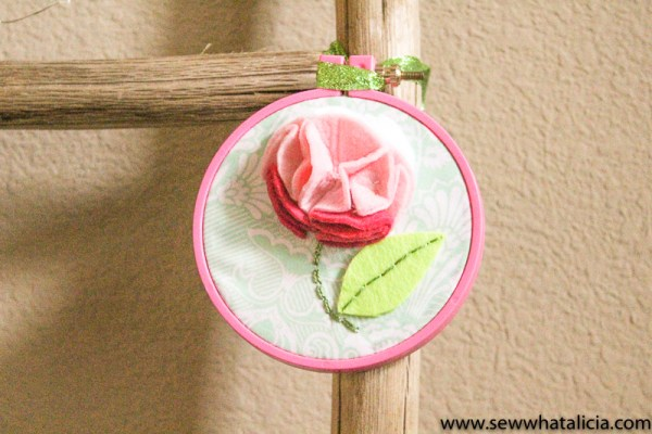 10+ Fantastic Felt Projects to Make Today : This collection of felt projects will get your creative juices flowing! Sew and no sew are included. Click through for the full list of projects | www.sewwhatalicia.com