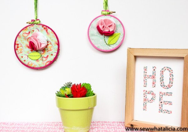 Felt Flower Embroidery Hoop Art | This low sew project is perfect if you want a small pop of sewn fun! Click through for the full tutorial plus a video tutorial! | www.sewwhatalicia.com