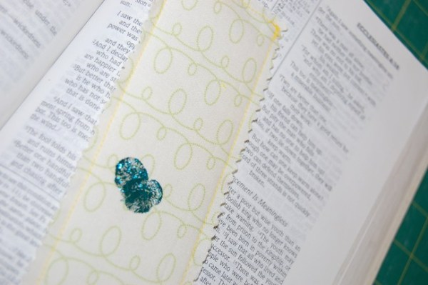 10+ Terrific Fabric DecoFoil Projects: If you have never worked with DecoFoil you must check out these projects! If you have then you know how awesome it is and you must check out these projects! Click through for a full list of projects! | www.sewwhatalicia.com
