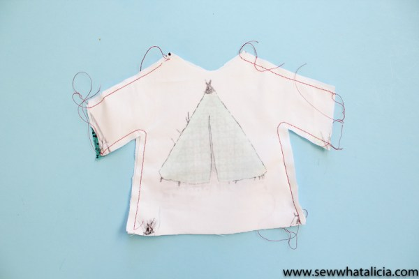 How to Sew a Doll Shirt and Pants: This is a great tutorial for sewing your own doll clothes. You can make a whole new wardrobe for all the dolls in your life! Click through for the full tutorial| www.sewwhatalicia.com