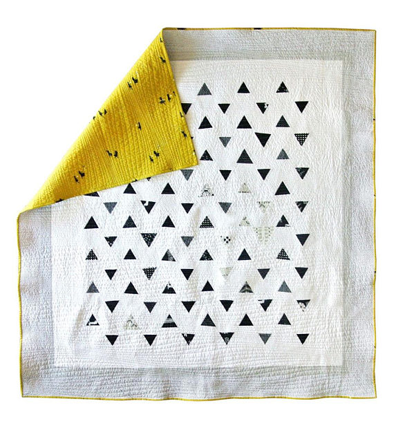 10+ Beautiful Modern Quilt Patterns: Click through for a full collection of beautiful modern quilt patterns to sew. These are so fun and creative! | www.sewwhatalicia.com