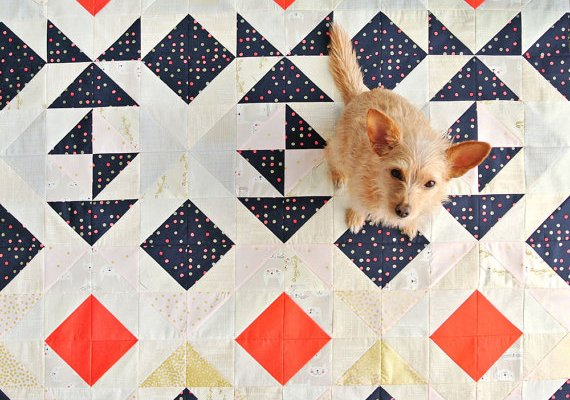 10+ Beautiful Modern Quilt Patterns: Click through for a full collection of beautiful modern quilt patterns to sew. These are so fun and creative!   www.sewwhatalicia.com