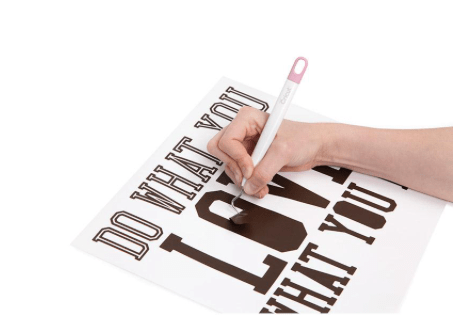 10+ Must Have Cricut Accessories: Weeder. These accessories are perfect for pairing with your Cricut cutting machine. Click through for a full list of must have accessories. | www.sewwhatalicia.com