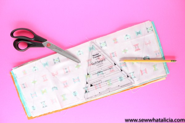 Triangle Placemat Sewing Tutorial: This is a great tutorial if you are new to sewing with triangles. Beginners and seasoned sewists alike will want to make these cute placemats. Click through for the full tutorial and a video walkthrough. | www.sewwhatalicia.com