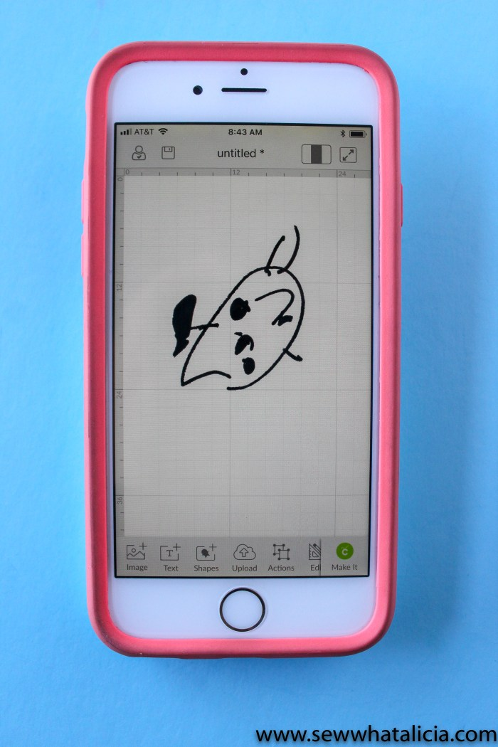 Using Cricut Apps to Create Sewing Projects: If you have wondered how to use the cricut design space app then you want to check out this post. Learn about snap mat and uploading designs straight to the app. Click through for all the tips and tricks. | www.sewwhatalicia.com