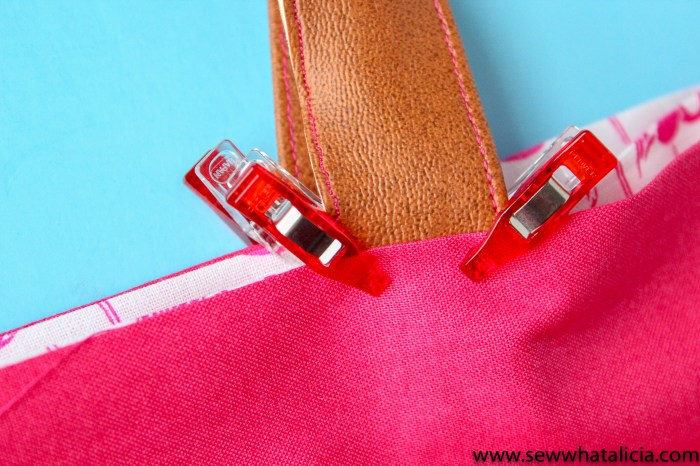 How to make a tote bag: Close up of pinned handle. | www.sewwhatalicia.com