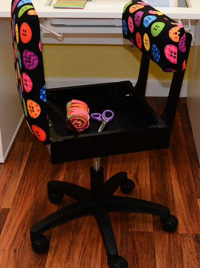 Best Sewing Machine Cabinet: Hydraulic Sewing Chair w/ Buttons | www.sewwhatalicia.com