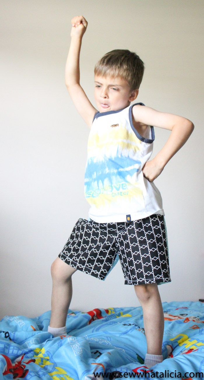 Sewing for Boys: Cricut Simplicity Boxers Pattern: This easy pattern is great for the beginner sewing crowd. Cut the pieces with your Maker and then follow along with the pdf instructions. Click through for all the info you need about this awesome pattern. | www.sewwhatalicia.com