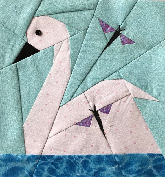 Paper Piecing Patterns - Awesome Animals: Swan paper piecing pattern. Photo used with permission. Click through for a huge list of animal paper piecing quilt block patterns. | www.sewwhatalicia.com