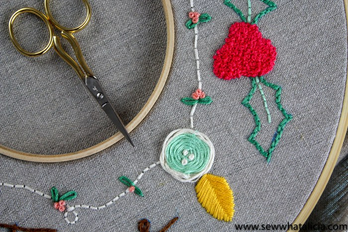 How to Embroider a Christmas Wreath: This Christmas wreath is so pretty! Learn how embroider this wreath with a walkthrough on all the different stitches used. Click through for the full tutorial and supply list. #sewwhatalicia #embroidery | www.sewwhatalicia.com