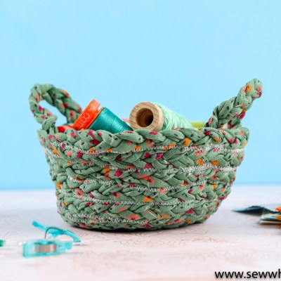 How to Make a T-Shirt Yarn Bowl: This t-shirt yarn is so fun to work with. It comes in so many patterns and these bowls are not hard to make. Click through for the pattern and supply links. | www.sewwhatalicia.com