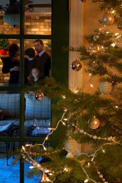 family-christmas-1434765-639x961