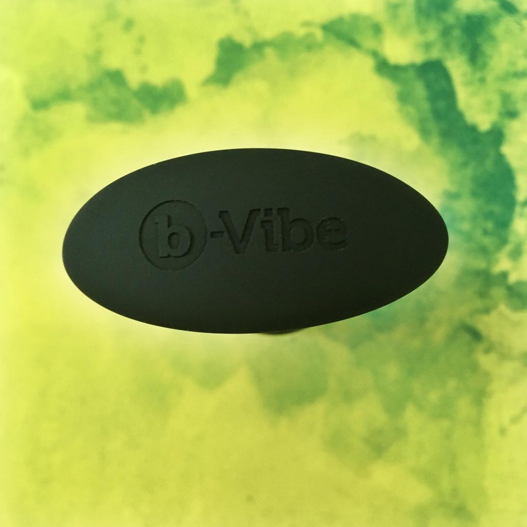 oval shaped base of snug plug