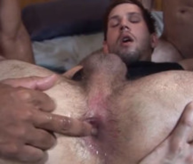 Porno Gay Con El Culo Destrozado Tras Hacer Un Trio