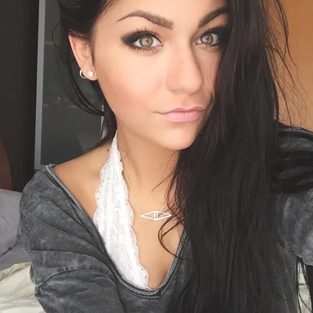 Andrea Russett3