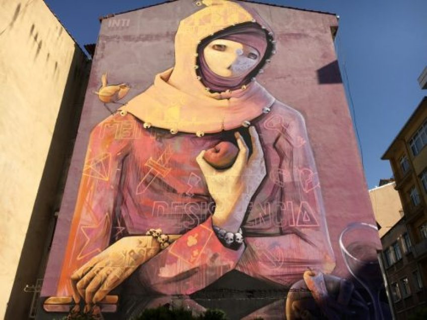 Muralları dünya sokaklarını süsleyen Şilili sanatçı Intı'nin Resistancia adlı çalışması hayranlık verici