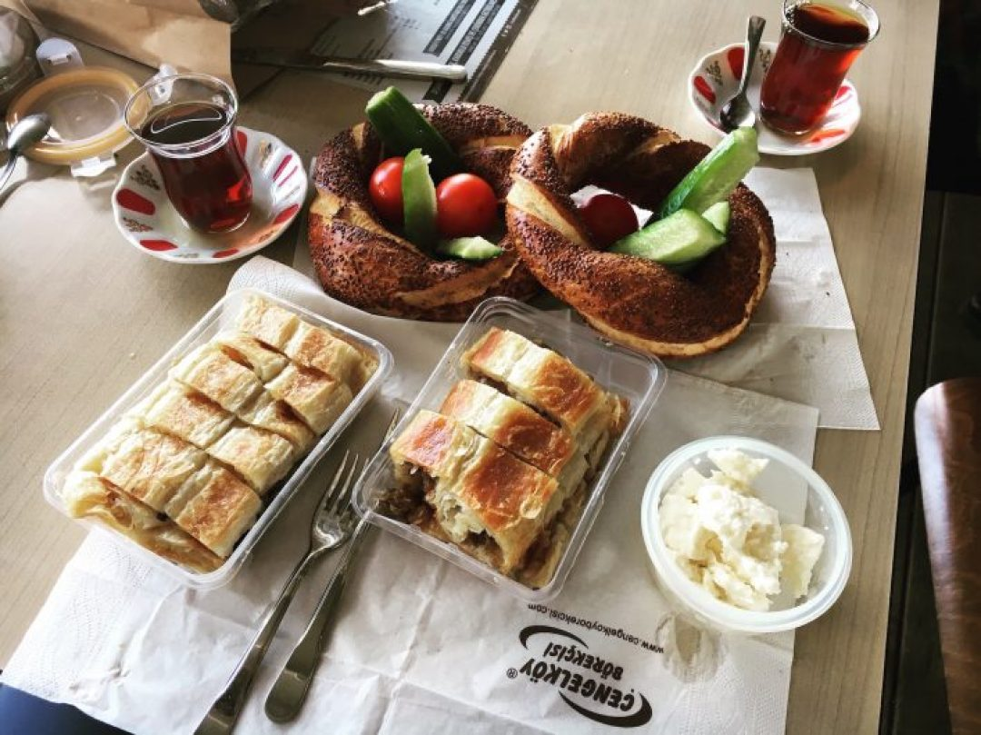 Tarihi Çınaraltı Aile Çay Bahçesi'nde boğaza karşı kahvaltı yapmak gibisi yok