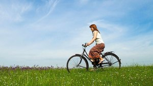 Bisiklet Süren Kadın
