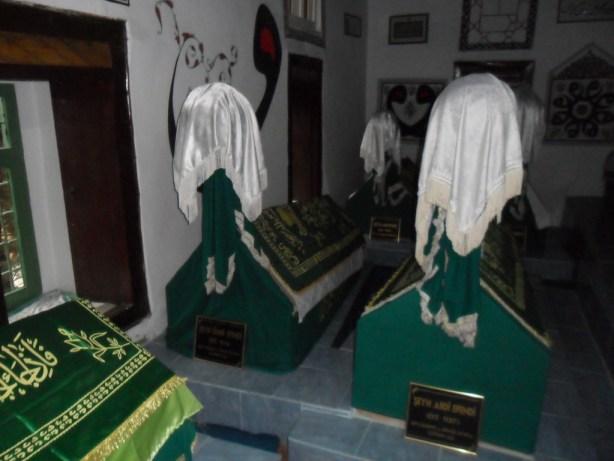 Şeyh Abdi ve Şeyh Ömer Efendi Sandukaları